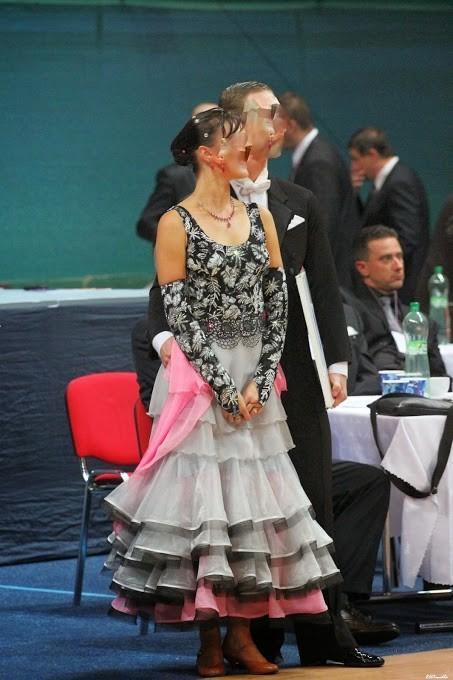 d6e0d2b1e53a Spoločenské šaty na štandardné tance