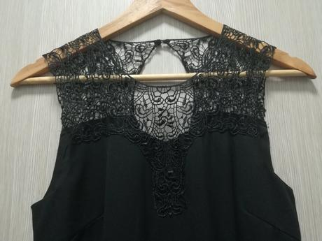 eb985d313725 Čierne čipkované koktejlové šaty