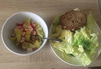 Cottage/tuniak, čerstvá zelenina a chlebík