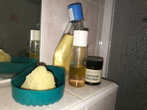 Zreciklované nádoby a všetko čo potrebujem. Inak akože k testu domácej tonizačnej vody-nabudúce menej octa lebo mám pocit,že dosť vysušuje