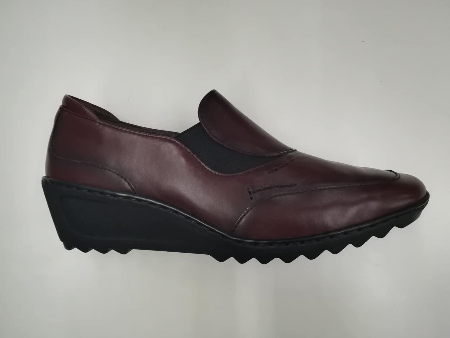 4390ca5a3a37 Dámske kožené topánky 1516 z