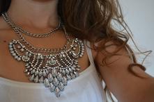 Mohutný zaujímavý náhrdelník,