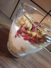 Raňajky-vločky,banán,biely jogurt,arašidové maslo,agave sirup,goji