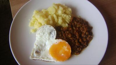 Dobrú chuť k obedíku :-) u nás dnes šošovicový prívarok s vajíčkom :-)