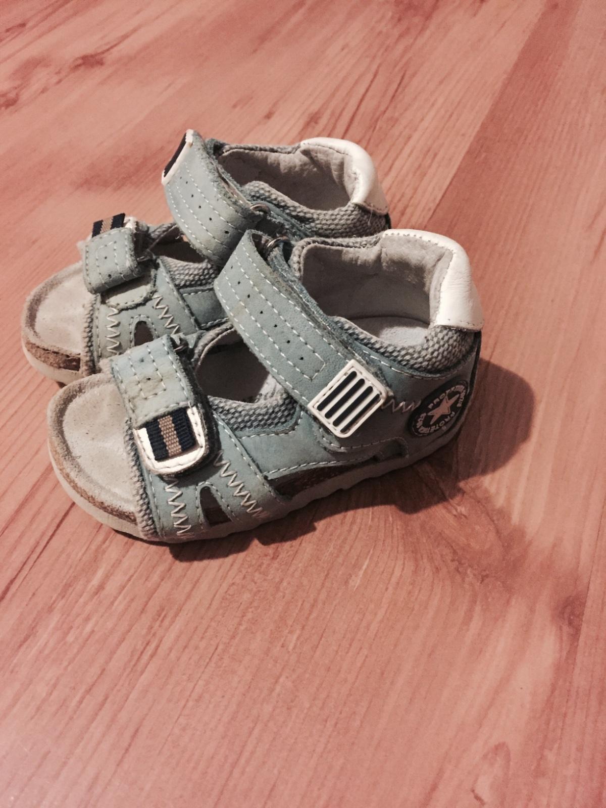 25a99c9f9f92 Sandale
