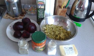 1.den - vecera - cviklovy salat, toto mam na tri porcie. Cvikla, sterilizovane uhorky, sterilizovany hrach s mrkvou, olej, sol, korenie, 30% tvrdy syr, a aj 2.den vecera a 3.den obed, 7.den obed, 10.den vecera