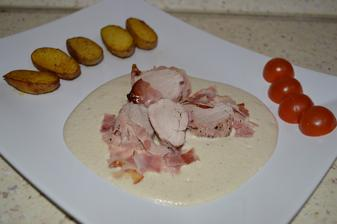Panenka v slaninke so šampiňovou omáčkou