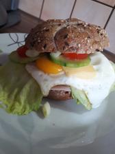 Raňajky- eggs burger