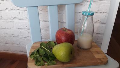 """Elixir"" z jablka, hrusky a spenatu s ovsenym mliekom"