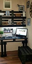 http://www.101palletideas.com/diy-pallet-computer-desk-with-wall-shelf/