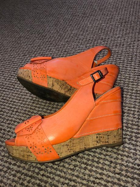 d081cbfeeb43 Sandále na klinovom opatku v 38