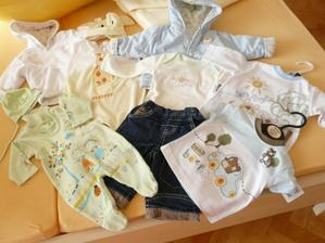 a naša babka Evka sa už realizovala a nakúpila nám spolu s krstnou Deni krásne vecičky...už sa neviem dočkať až ich budeme obliekať
