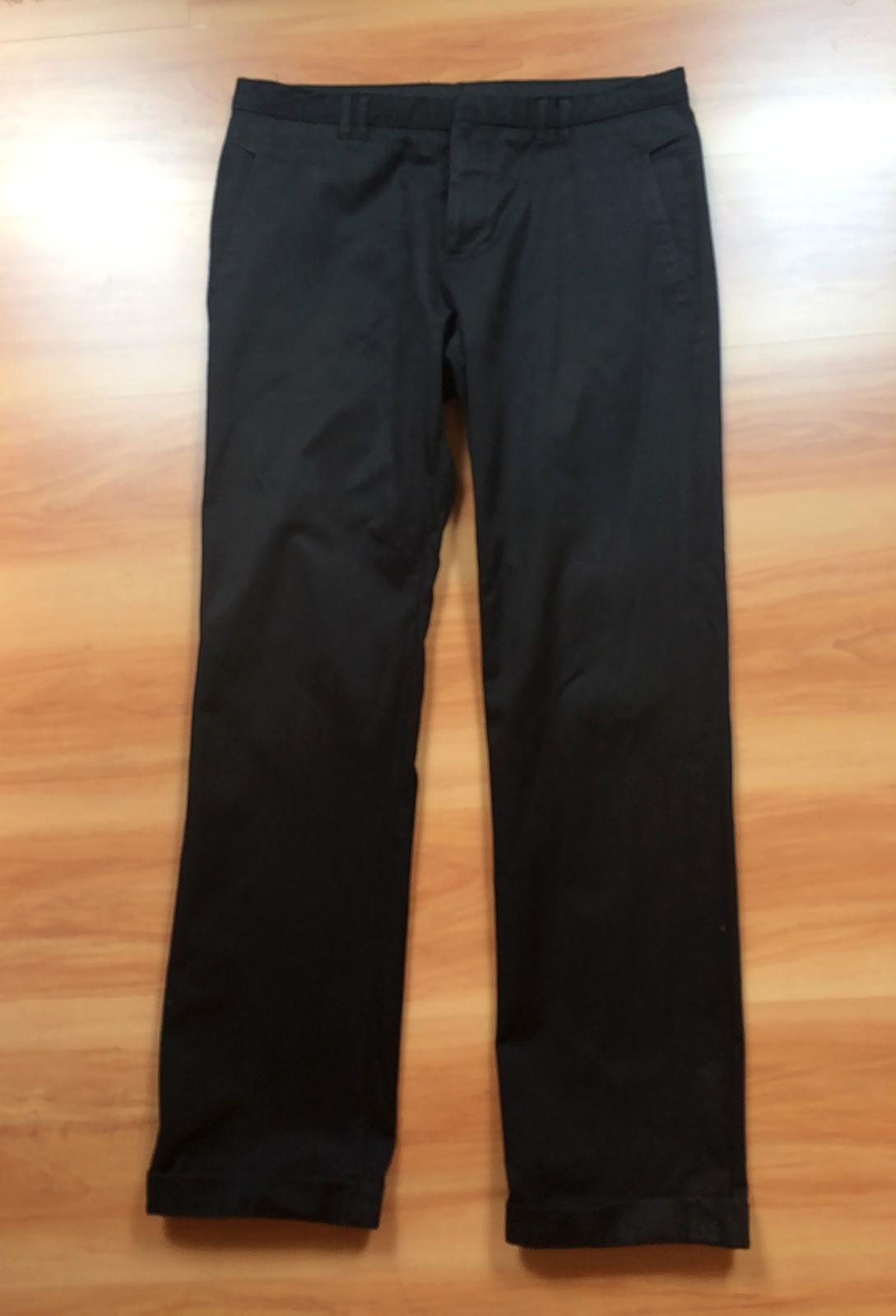 98432769e4ac Čierne nohavice s tenkými pásikmi