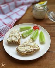 1r.+ Špaldový kváskový chlebík s Vajíčkovo-ředkvičkovou pomazánkou a zeleninou