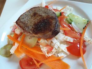 Hovädzí steak so šalátom