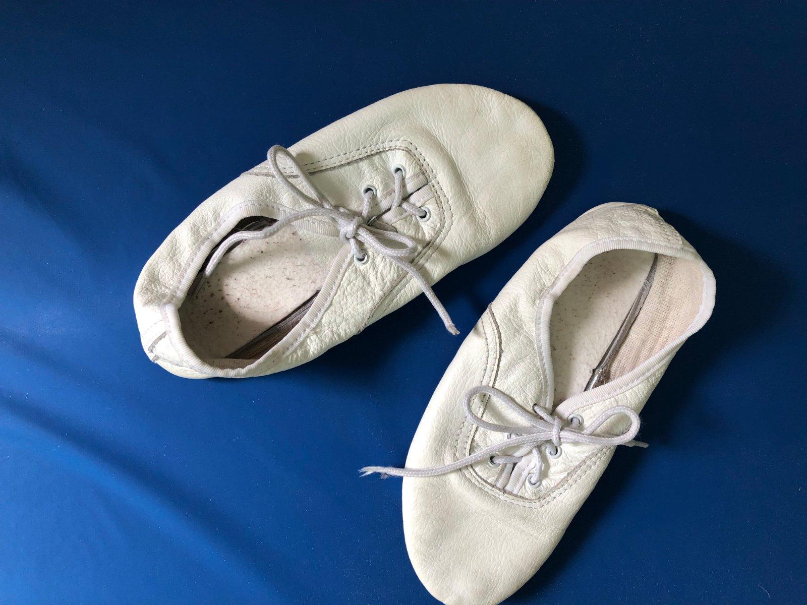 9f1892e4213b4 Tanečné cvičky šnurovacie - delená podošva 34, - 6 € od predávajúcej  140470sk | Detský bazár | ModryKonik.sk