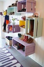 http://www.minimalisti.com/diy/04/30-deas-wooden-pallets-furniture.html