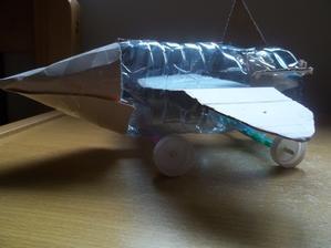 8 r Patrick si vyrobili toto recy lietadlo uplne sam aj napad bol jeho
