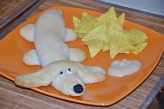 hotovo... hot dog sa podava .) s horcicou a tortillami :)