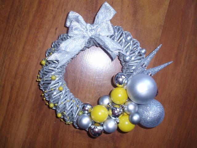 abae9dd61 Na vianoce - pletené z papiera - Venček - strieborno-žltý - na ...