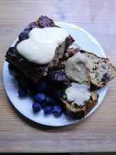 Bananovy chlebik, čučoriedky, bezkaloricky topping biela cokolada, vanilkové maslo a 🥑nutella