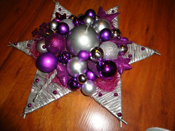 a6628b529 Vianocna hviezda - pletenie z papiera · fotoportrét. levik7 • Späť na album.  Nakoniec prilepím ozdoby a sviečku