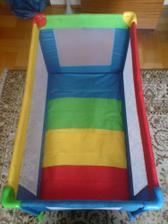 matrac v spodnej polohe a zároveň ohrádka na hranie