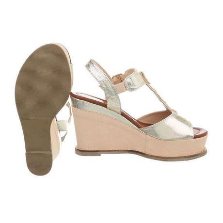 b69359e49cb5 Dámske sandále na platforme marita
