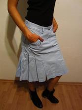 1f7c2acfbc24 Bledomodrá sukňa zaujímavého strihu