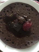 Sladká večera :) cokoproteinova palacinka , jahodovy dzem , 90%coko , lanové semiačka a arasidovo-čokoládové maslo