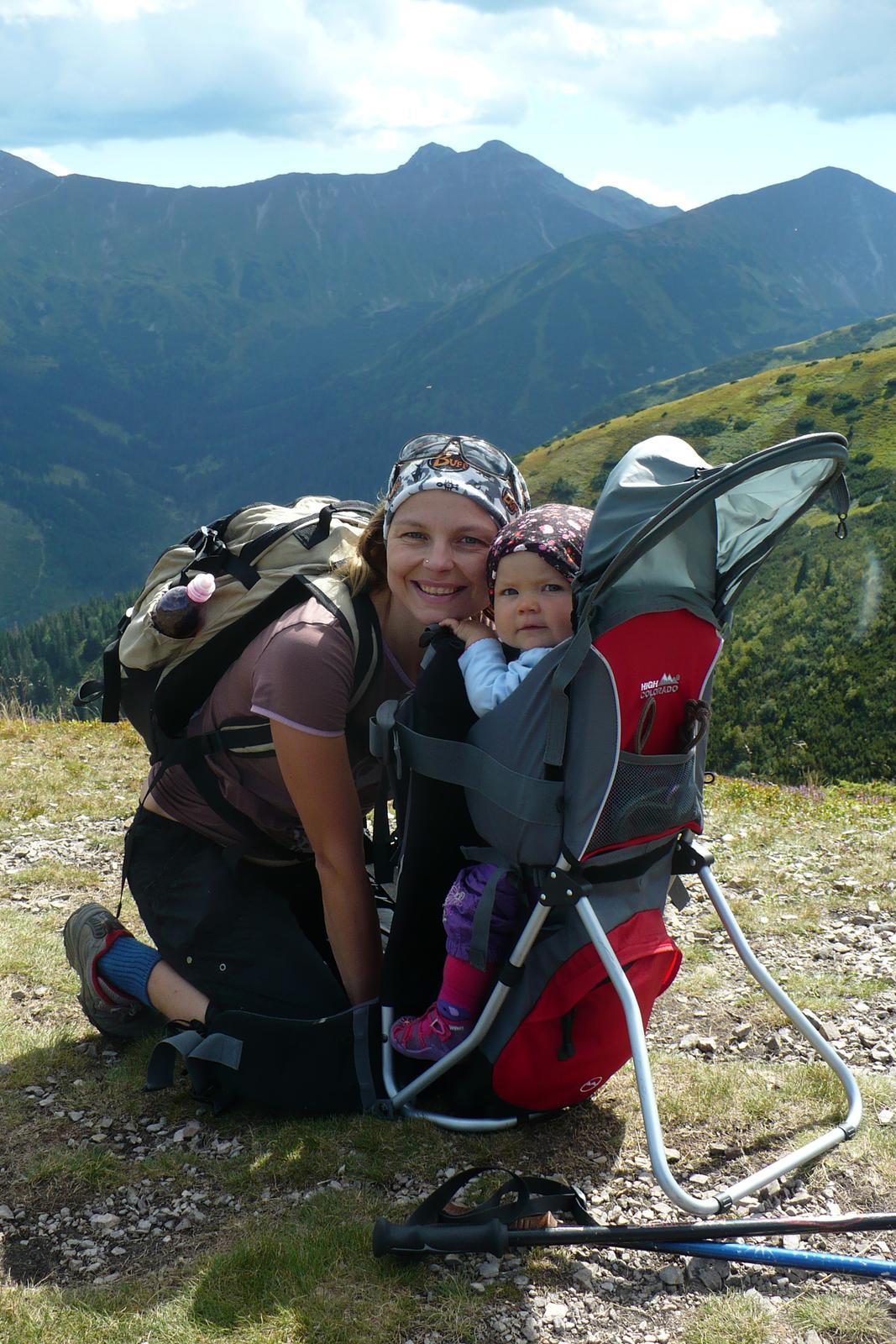 ... batoha a aj dieťa má nastaviteľné popruhy aj sedenie.Nosnosť je do  20kg. http   vaky-a-nosice-deti.heureka.sk high-color... a tu je foto s  našou ... a6b5b4eeb68