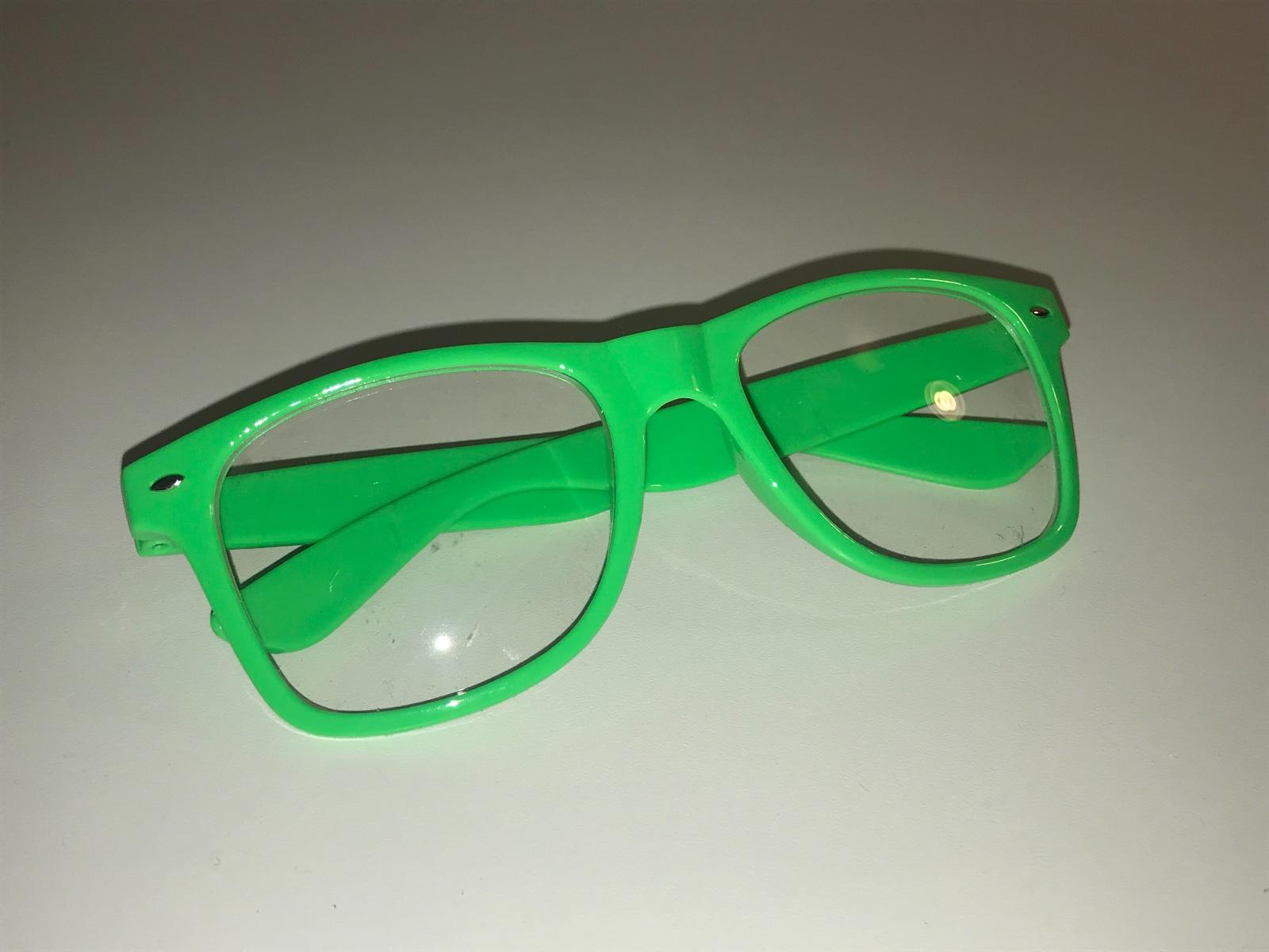 27e522c84 Zelené štýlové okuliare, - 2 € od predávajúcej mata1710 | Detský bazár |  ModryKonik.sk