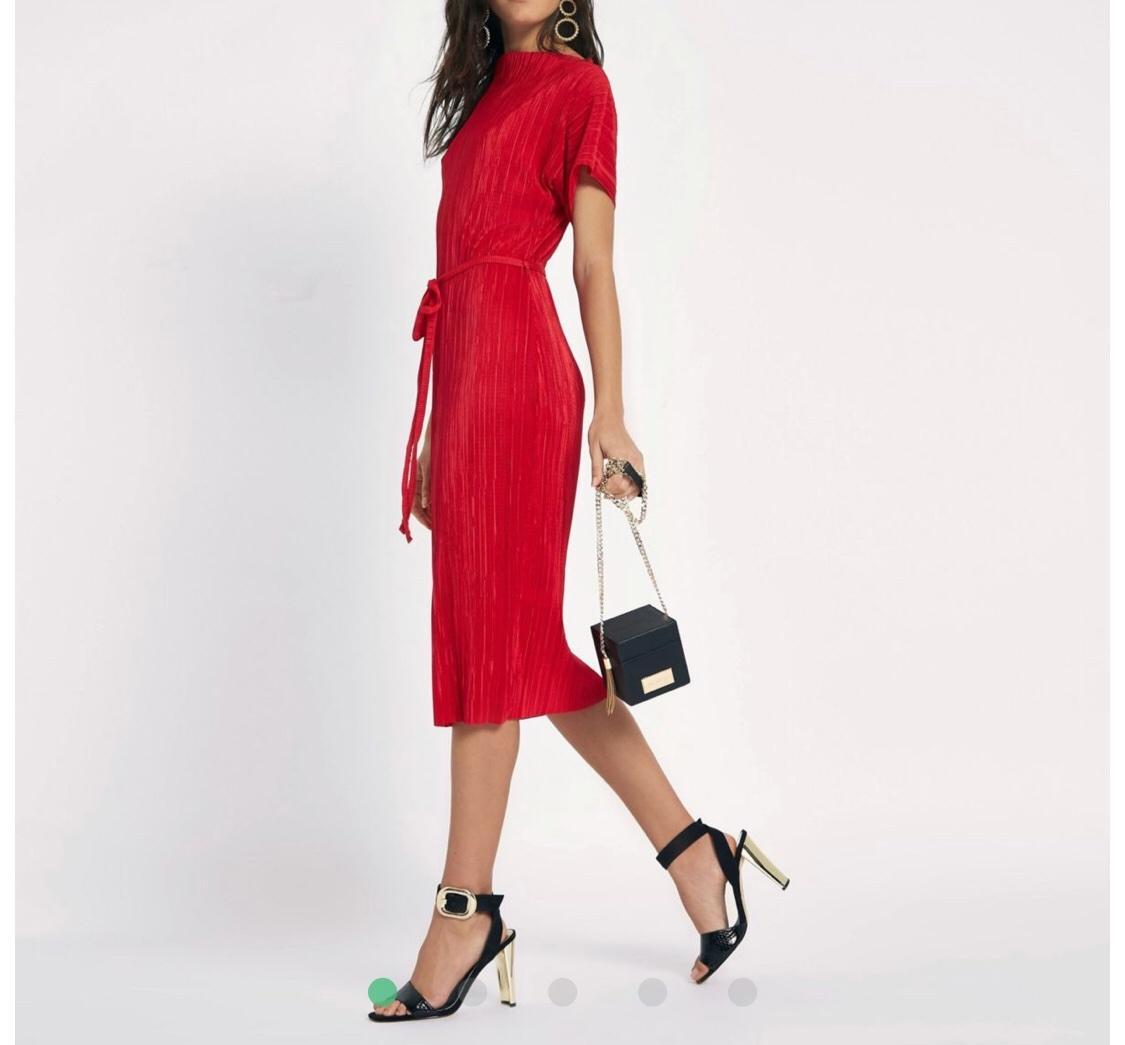 Mne sa páči tento štýl pre ženu okolo 50r nieje to nič prehnane ...  tortove.... a nič gýčové .... pekne jednoduché šaty ... decentne ... moderne ae3156d8a81
