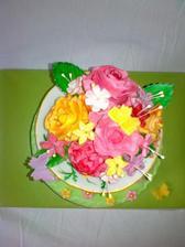 šálka s podšálkou s potahovej hmoty, kvety na drotikoch