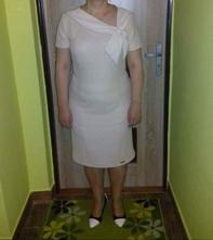 Krémové šaty, 42