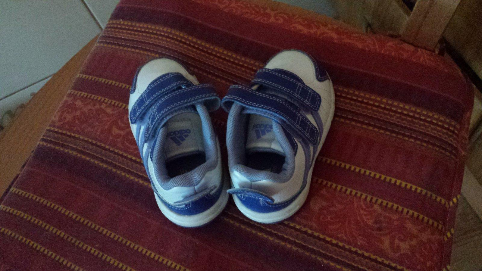 1b298f053 Detské topánky-botasky, adidas,20 - 3 € od predávajúcej petronel2103    Detský bazár   ModryKonik.sk