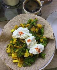 Zeleninka z panvice, cottage s chilli a celozrnna tortilla( lidl)