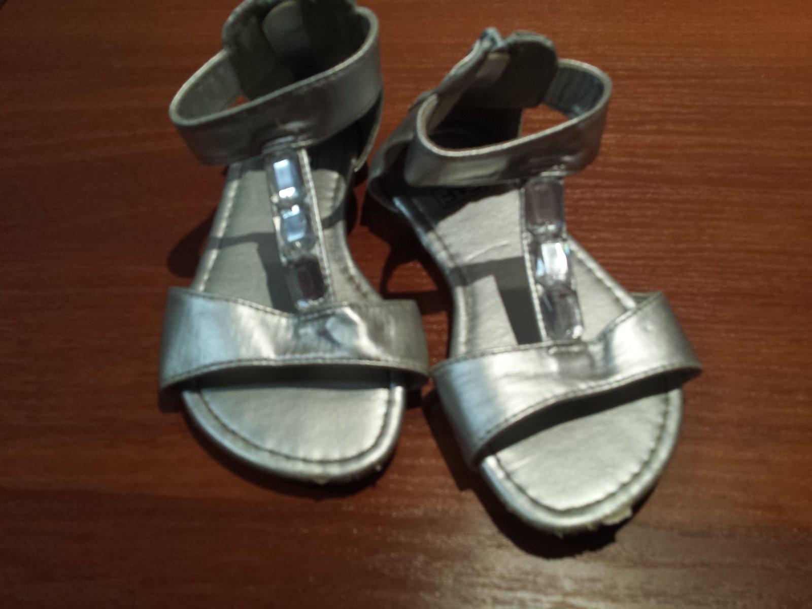 9b49b4f69adb5 Strieborné sandálky s kamienkami, f&f,28 - 5,50 € od predávajúcej kvv |  Detský bazár | ModryKonik.sk