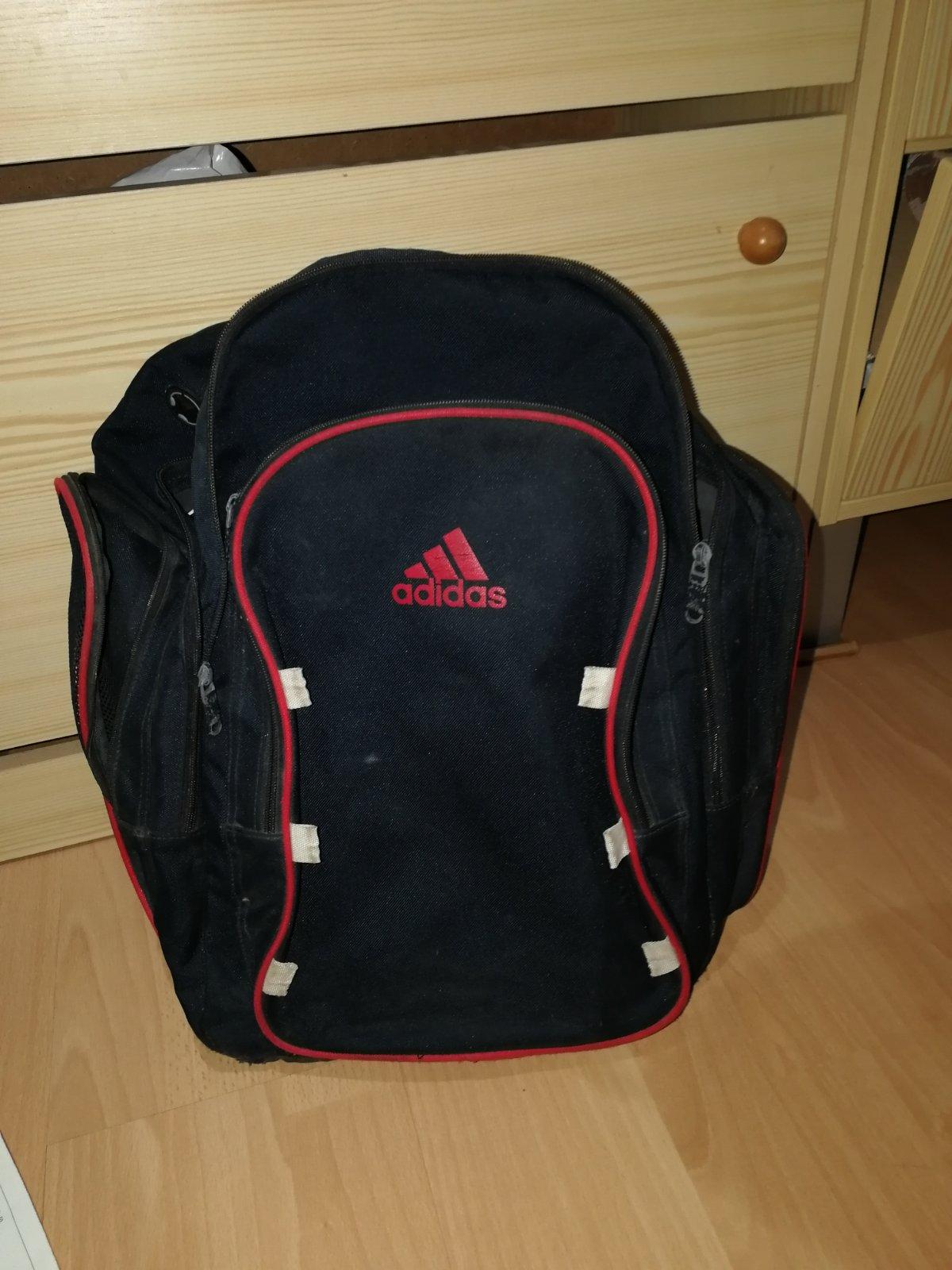 c91171c9c Skolska taska adidas, - 4 € od predávajúcej matulik515 | Detský bazár |  ModryKonik.sk