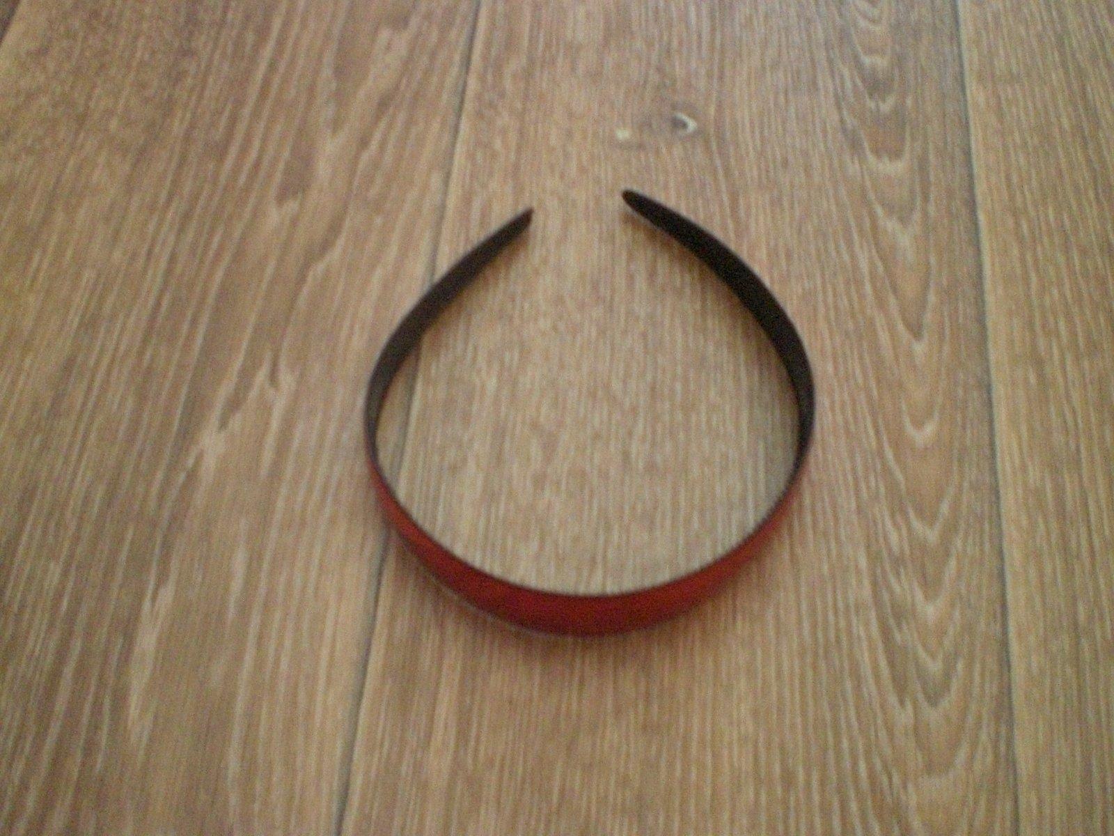 Červená plastová čelenka 39c6fc3024