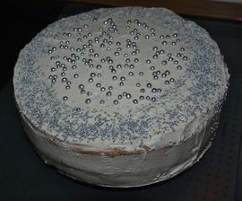fantasticka gastanova novorocna torta PF 2013 :)... bez muky a cukru.. cesto 8vajec+2gastanove pyre, plnka 1gastanove pyre+2slahacky v prasku mnam!