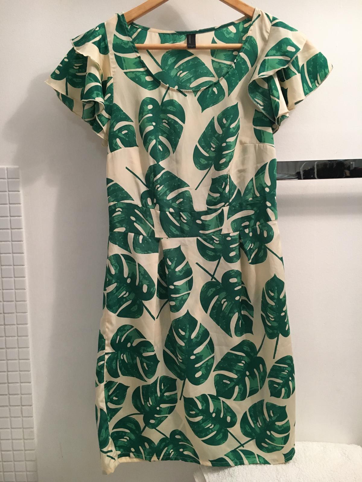 a3db2af8a699 Moderné zelené letné šaty