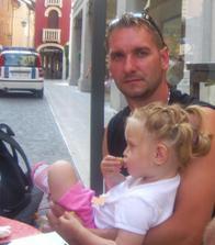 Tatík s Eťkou na terase v mestePordenone