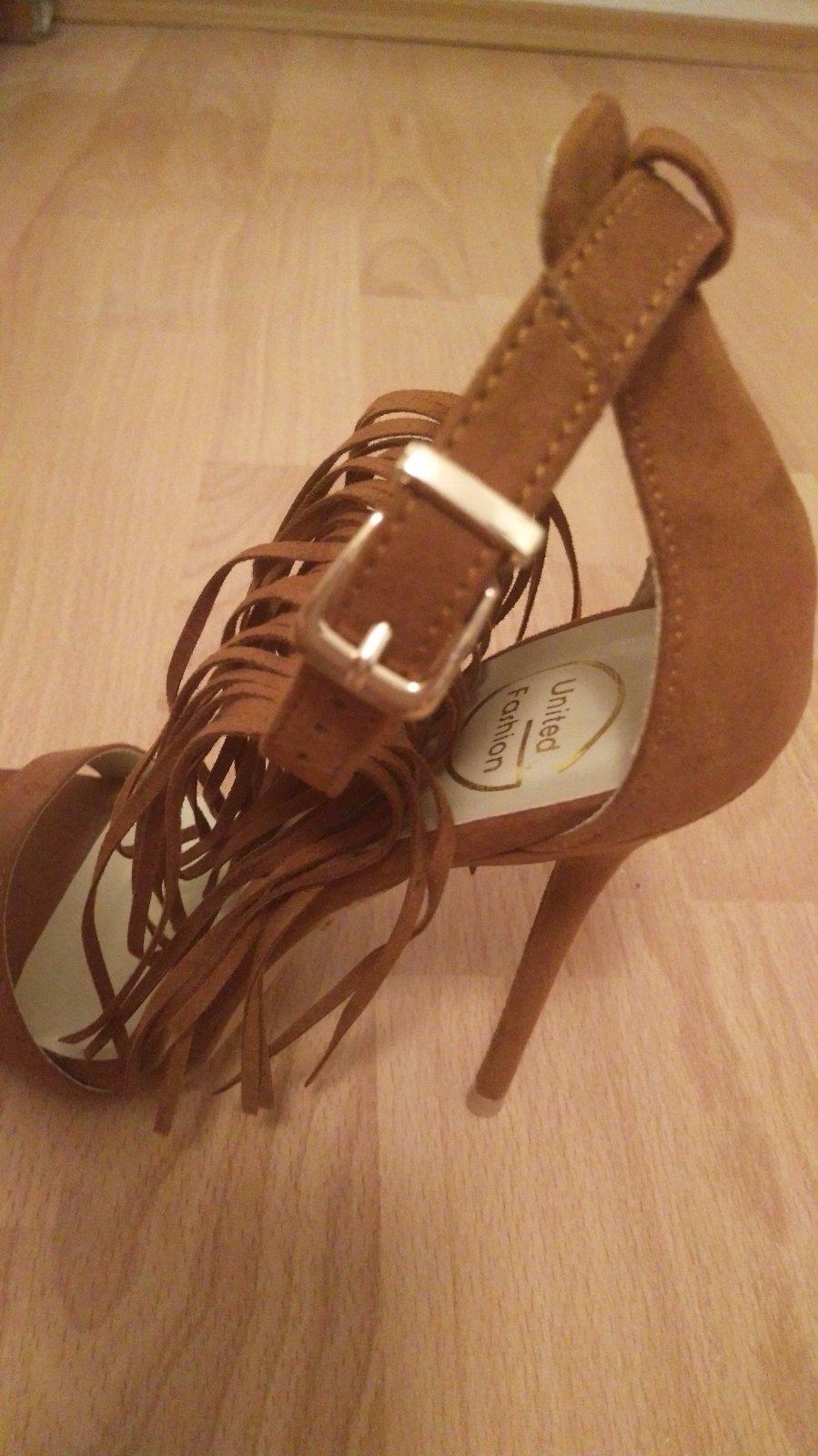 4ae5ecdcc003 34 inzerátov • 16 hodnotení. Dámske sandále na ihličkovom opätku na predaj  ...
