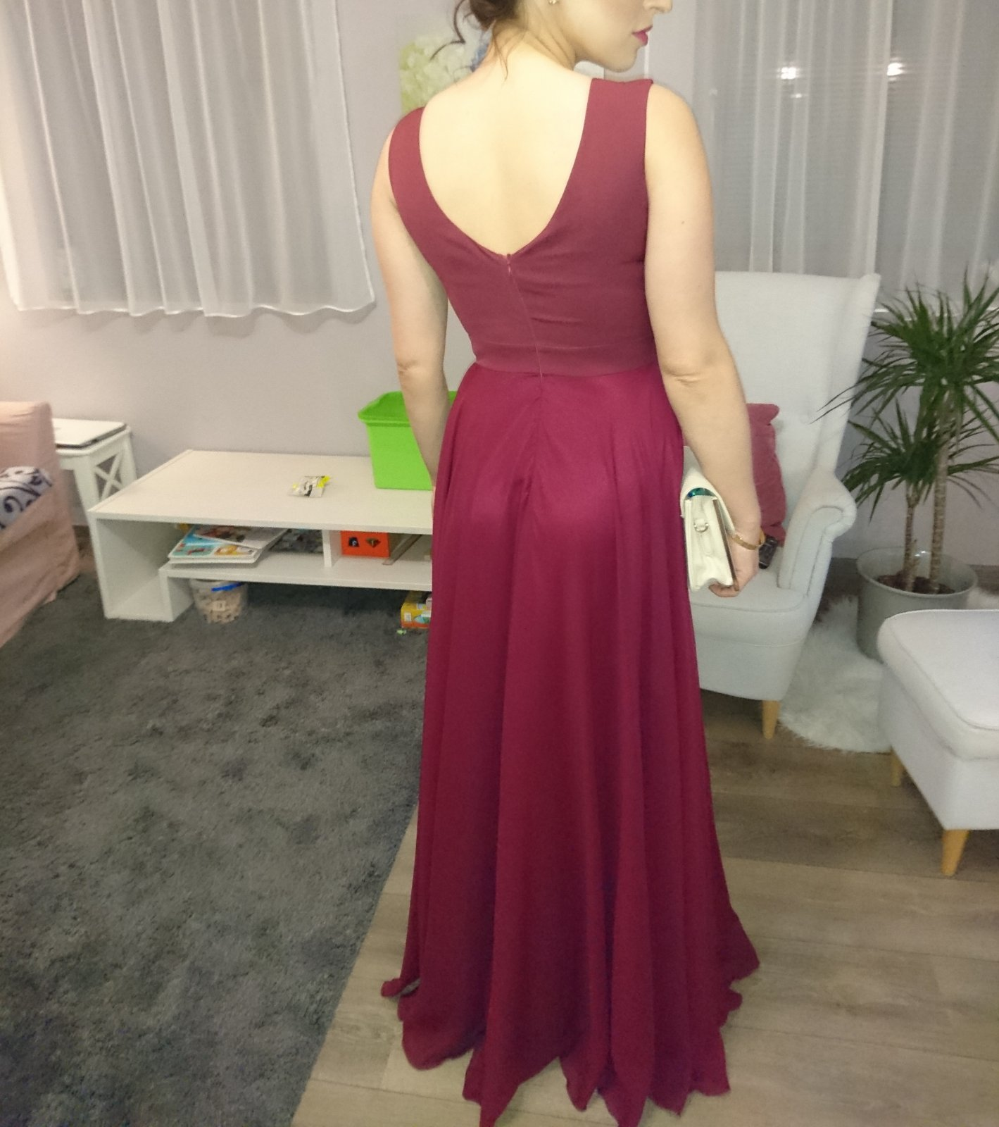 8f37c4a0a240 Vínové spoločenské šaty s-m