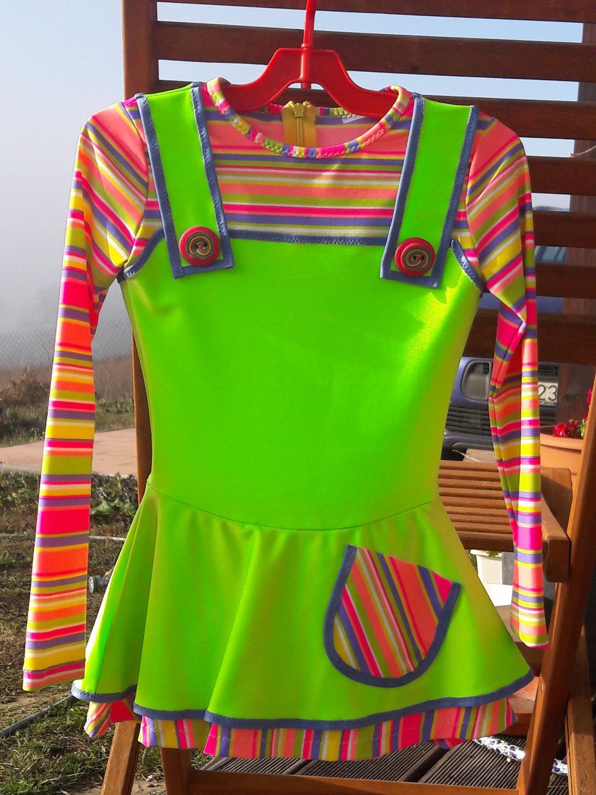 688982be300b3 Veselé krasokorčuliarske šaty na 7-8 rokov, - 50 € od predávajúcej ...