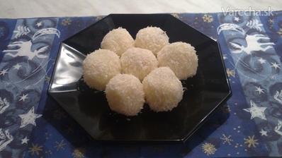 Suroviny       100 g práškový cukor      180 g (stužený tuk) Cera      70 g maslo      1 ks salko sladené      150 g múčka kokosová      1 ks cukor vanilkový      100 g mandle šúpané     Na obaľovanie:      100 g múčka kokosova--- Postup receptu  Pr