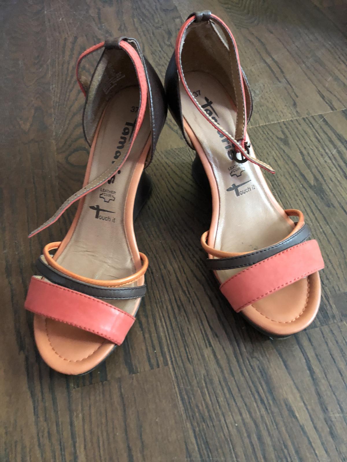 41482a0190e4 Oranzovo-hnede sandale tamaris