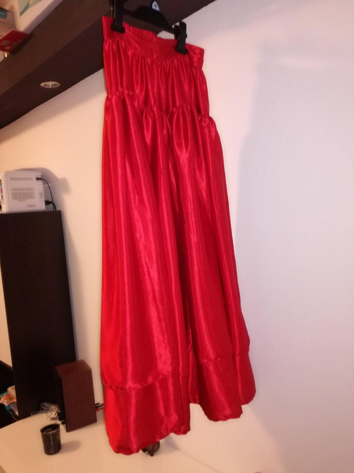 55870ee4c11f Saténová dlhá červená maxi sukňa