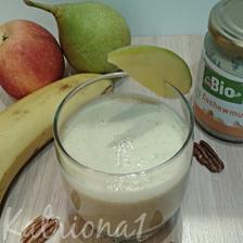 smoothie z banánu, jablka, hrušky, manga, kešu másla a pecanových orechu